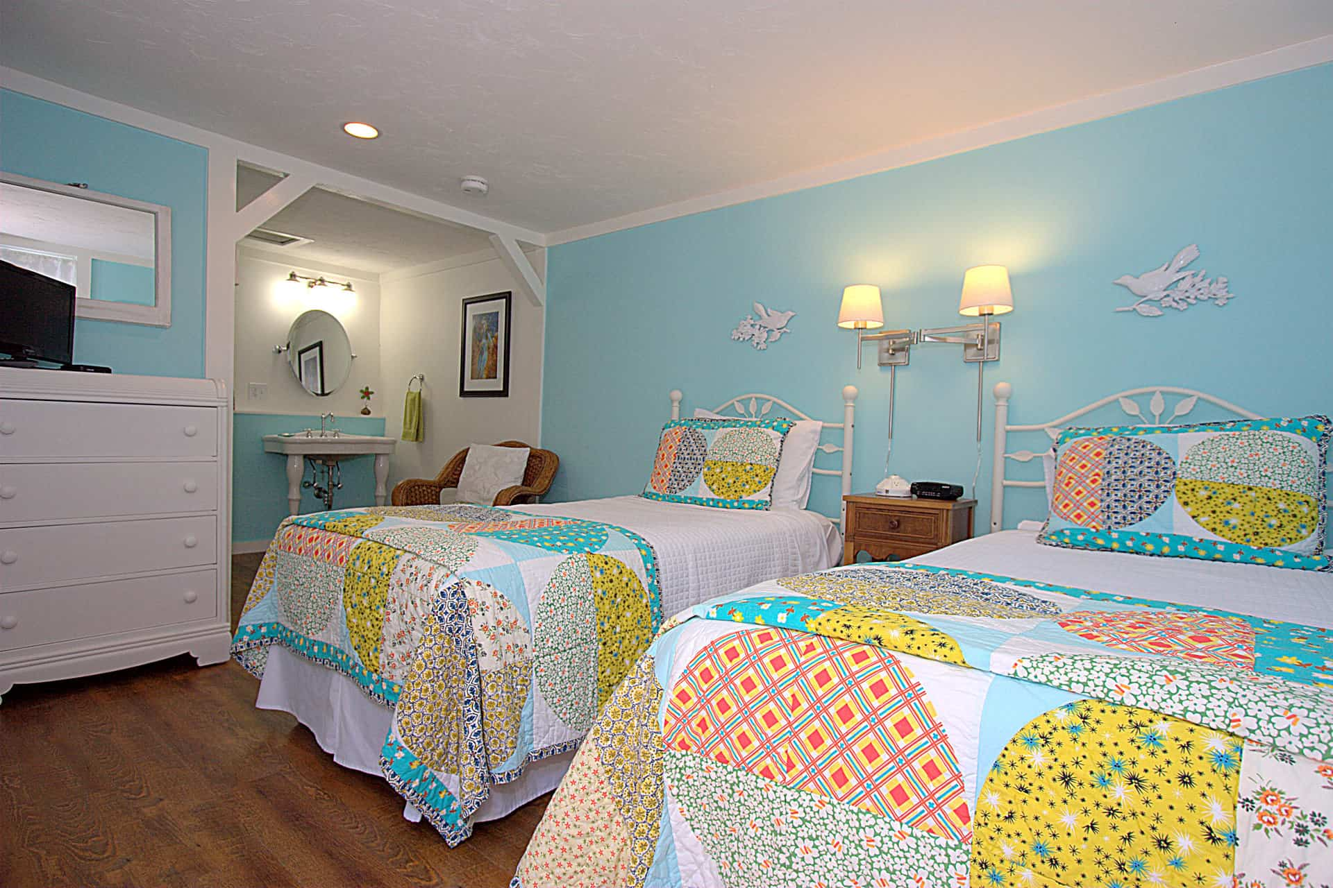 cape cod accommodations seabird long dell inn centerville ma. Black Bedroom Furniture Sets. Home Design Ideas