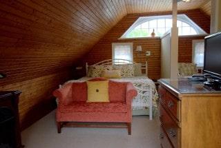 Room7-1-Bedroom_aIMG_9487.jpg